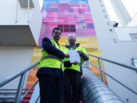 ZAK-Vorstand Jan Deubig und GML-Geschäftsführer Dr. Thomas Grommes bei der Vertragsunterzeichnung.